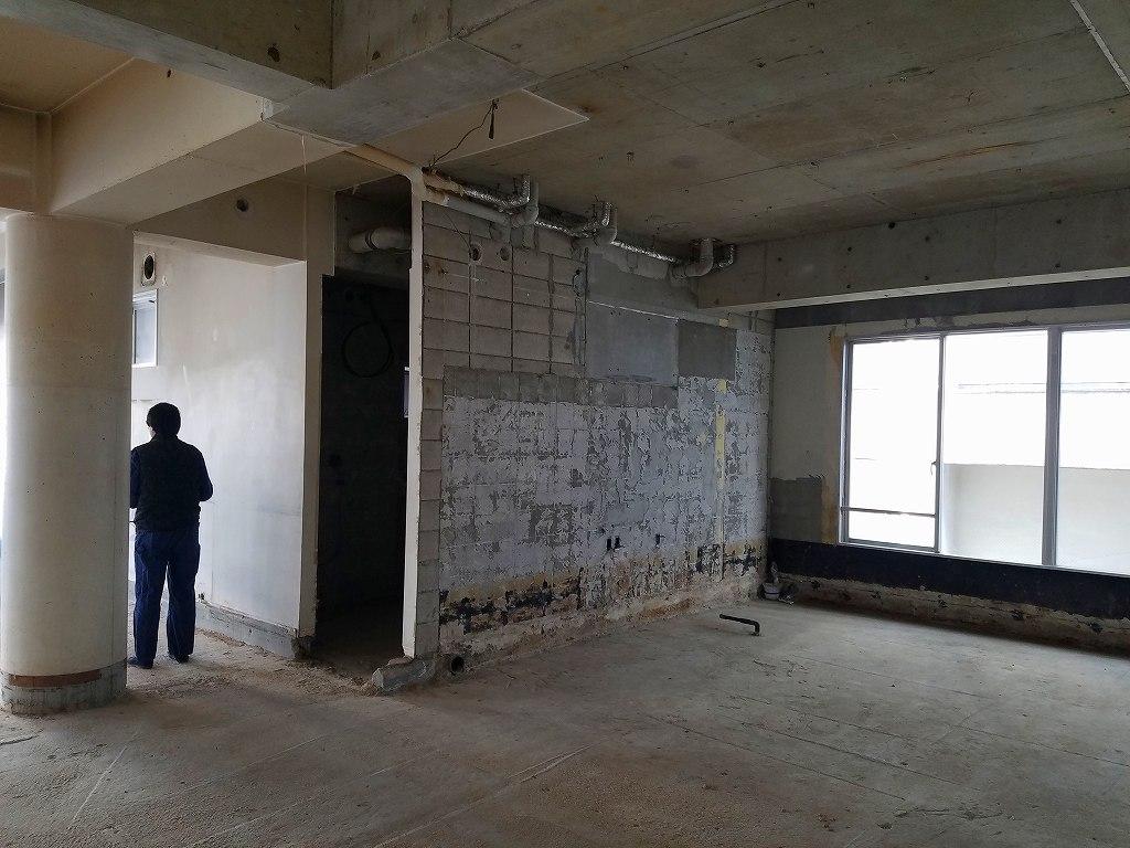コンクリートブロック(CB)とコンクリート(RC)の間仕切り壁。